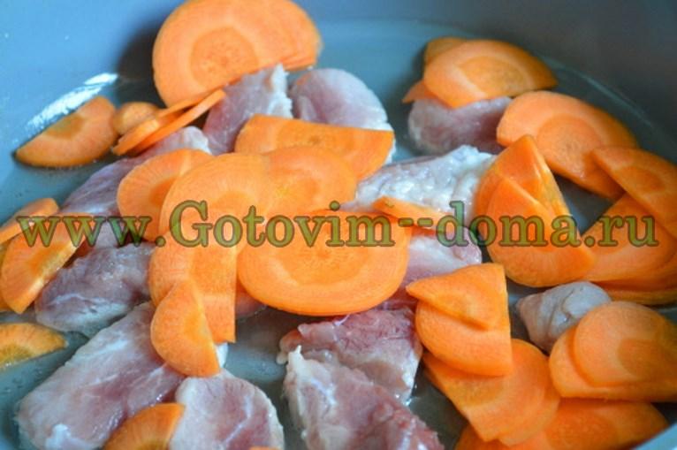готовим дома духовая свинина с капустой и морковью